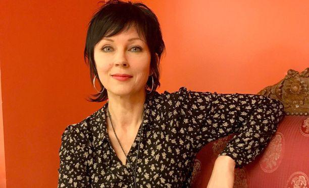 Katariina Sourin seuraava kirja julkaistaan helmikuussa. Kirjallisten töidensä ohessa hän pitää Helsingin Kruununhaassa taidegalleriaa yhdessä taiteilijapuolisonsa kanssa.