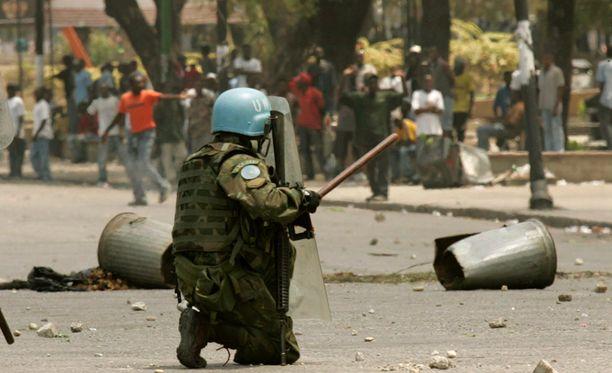 Haitissa rauhanturvaajat ovat käyttäneet seksuaalisesti hyväkseen lukuisia naisia. Kuvan brasilialainen rauhanturvaaja ei liity tapaukseen.