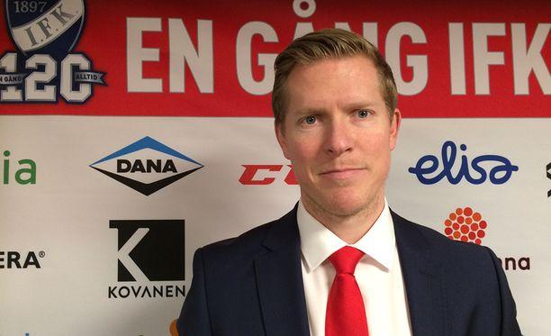 HIFK:n urheilupomo Tobias Salmelainen kommentoi Niklas Bäckströmin tilannetta Iltalehdelle.