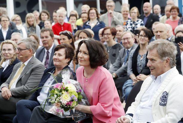 Jenni Haukio oli iloinen päästessään vierailemaan kotikaupungissaan Porissa.