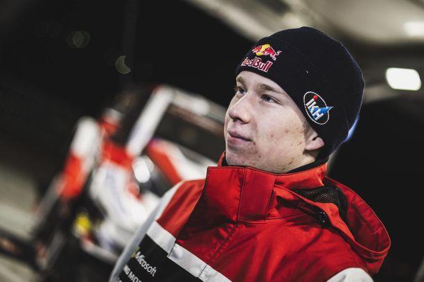 Kalle Rovanperä nousi tallitoverinsa ohi kolmanneksi.