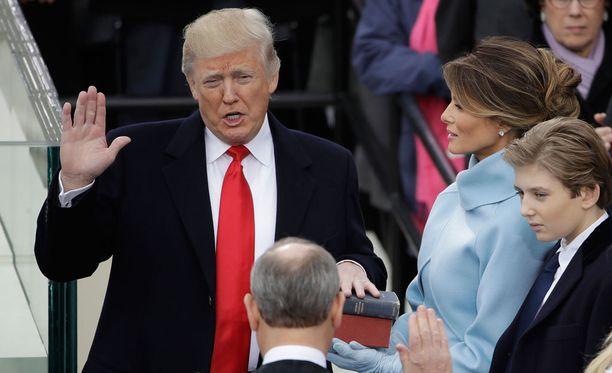 Donald Trump vannoi virkavalansa ja on nyt Yhdysvaltojen presidentti.