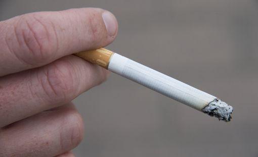 Tupakoitsijoilta kerätään kohta veroina miljardi euroa vuodessa.