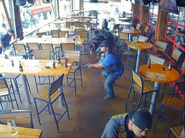 Wacon kaupungissa Twin Peaks -nimisessä ravintolassa käytiin raju tulitaistelu.
