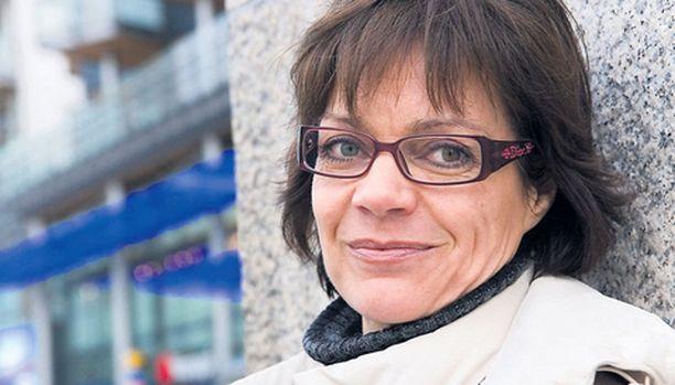 Lena Meriläinen, 52, sanoo rankan ikääntymiskriisin olevan nyt takanapäin. – Olo on vapauttava, kun voittaa pelkoja. Mustasukkainenkin olin nuorempana, mutta en enää.