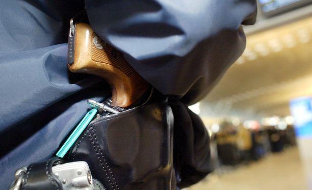 Poliisi käytti veritekoon virka-asettaan. Kuvistuskuva.