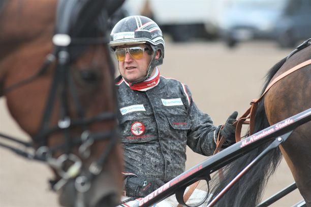 Huippuvalmentaja Markku Niemistä uhkaa kuukauden kilpailukielto.