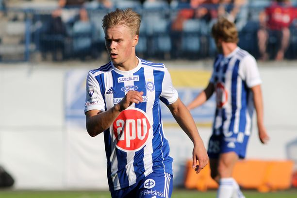 Santeri Väänäsellä on kaikki eväät nousta HJK:n avaavaksi pelaajaksi keskikentän pohjalle.