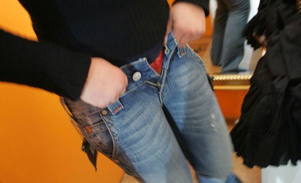 Tapaus sattui Espoon Sellossa H&M-ketjun myymälässä. Kuvituskuva Helsingin keskustan H&M:n myymälästä.