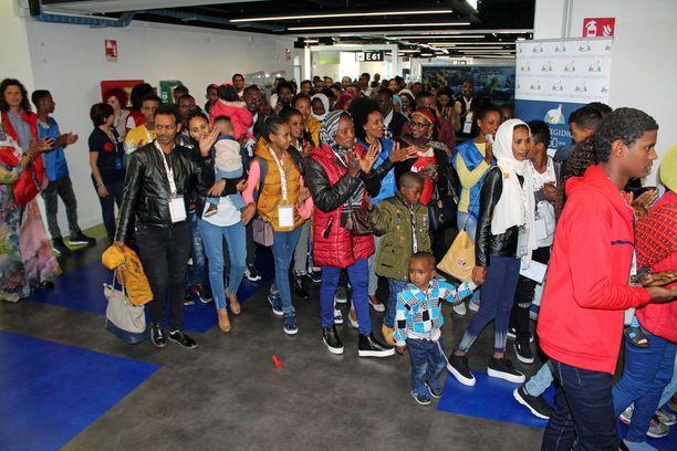 Yli sadan pakolaisen joukko lennätettiin pakolaisleiriltä Eritreasta Roomaan.