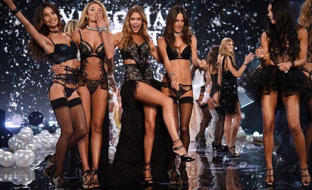 Victoria's Secretin uusi mallisto esiteltiin tiistai-iltana Lontoossa.