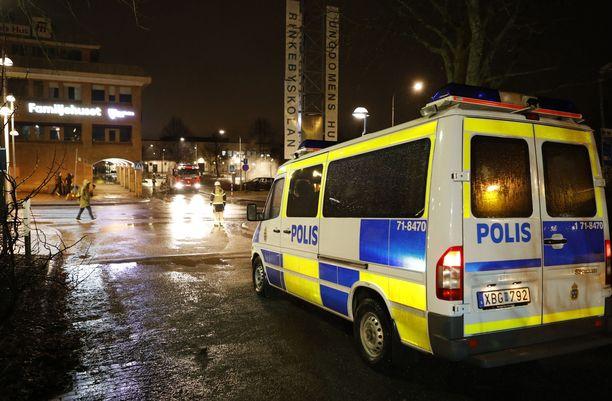 Poliisiauto Rinkebyssä 2017. Kuva ei liity tapaukseen.