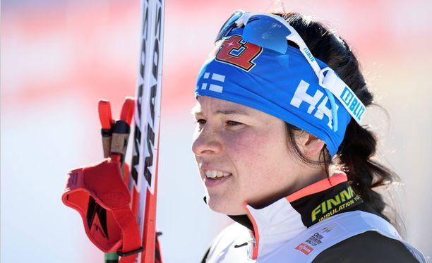 Krista Pärmäkoski hiihtää Suomen ankkuriosuuden.