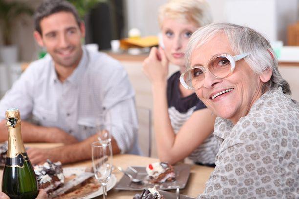 Monilla on kokemuksia ruokaa yli äyräidenkin tarjoilevista isovanhemmista.