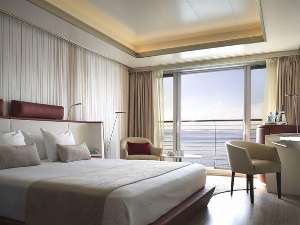Esimerkki Gibraltarin laivahotellin hytistä. Tavallisten hyttien lisäksi hotellissa on myös sviittejä.