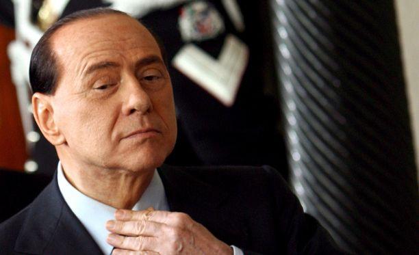 Silvio Berlusconi on jo vanha mies, mutta skandaalit seuraavat häntä edelleen.