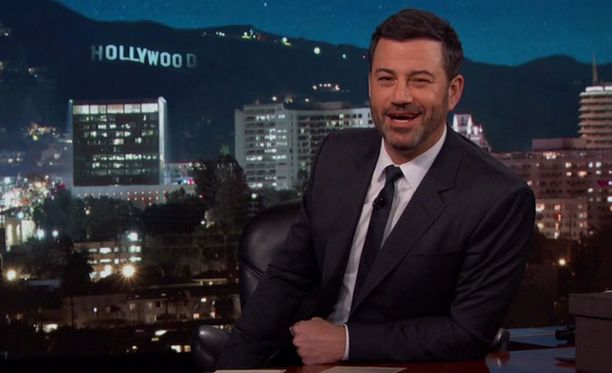 Jimmy Kimmel isännöi omaa myöhäisillan showtaan.