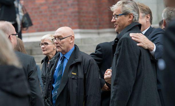 Atik Ismail ja Markku Kanerva olivat saattamassa Pertti Alajaa viimeiselle matkalle.