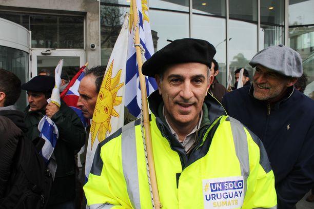 Maanviljelijä Alejandro Gorostidi pitää UPM:n ja Uruguayn hallituksen solmimaa investointisopimusta epäedullisena kotimaalleen.