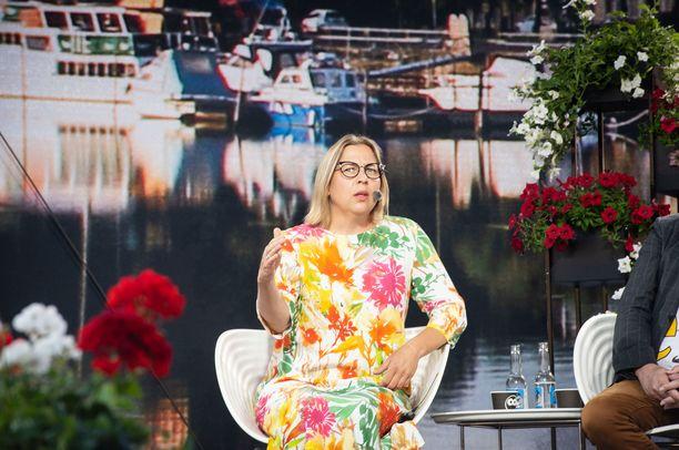 Tytti Yli-Viikari moitti median toimintaa tiistaina Suomi-areenassa.