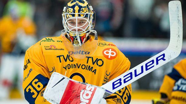 Maalivahti Kaapo Kähkönen oli kaksi maalia ampuneen Janne Keräsen ohella Lukon avainpelaaja Pelicans-voitossa.