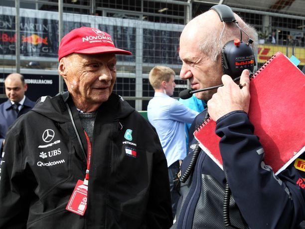 Niki Lauda olisi halunnut tarjota Adrian Neweyn suunnittelemiin Red Bull -autoihin Mercedeksen moottorin. Mikäli Lauda olisi saanut tahtonsa läpi, viime vuosien tulosliuskat voisivat näyttää hyvin erilaisilta kuin miltä ne nyt näyttävät.