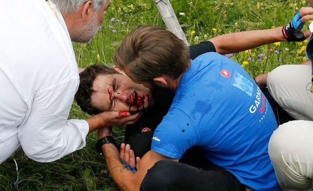 Jack Bauer keskeytti kisan naama veressä.