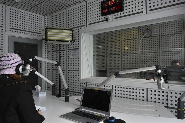 Radio Alghad lähettää sähkeuutisia, mutta keskittyy siviilien auttamiseen Mosulissa.