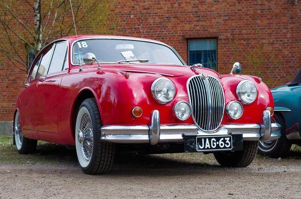 Jaguar Mark 2 -malleja vauhdittaa suora DOHC-kuutonen.