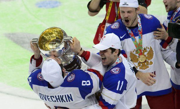 Alex Ovetshkin on voittanut kolme maailmanmestaruutta. Tässä hän juhlii MM-kultaa Minskissä 2014.