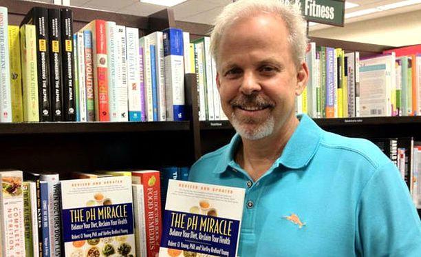 Robert Young on kirjoittanut mm. The pH Miracle -kirjan, jossa kertoo muun muassa ruokasoodahoidosta.