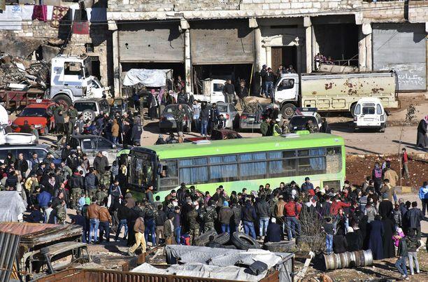 Jo liki 8 000 ihmistä on saatu evakuoitua Itä-Alepposta.