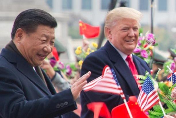 """Presidentti Donald Trump on nimittänyt koronavirusta """"Kiina-virukseksi"""". Kuvassa Trump ja Kiinan presidentti Xi marraskuussa 2017."""