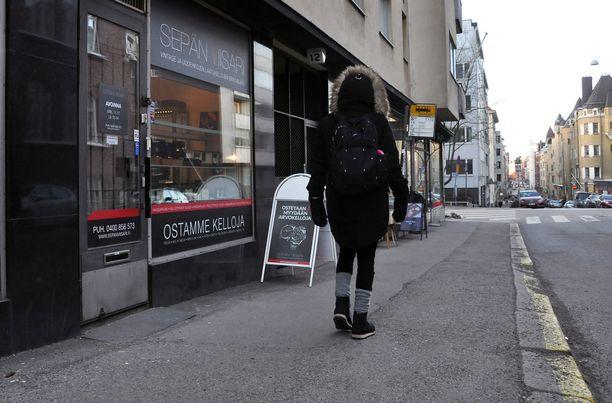 Helsingin Albertinkadulla sijaitsevan arvokelloliikkeen ryöstöä oli suunniteltu pitkään. Suunnitelmat pettivät kuitenkin lopussa.