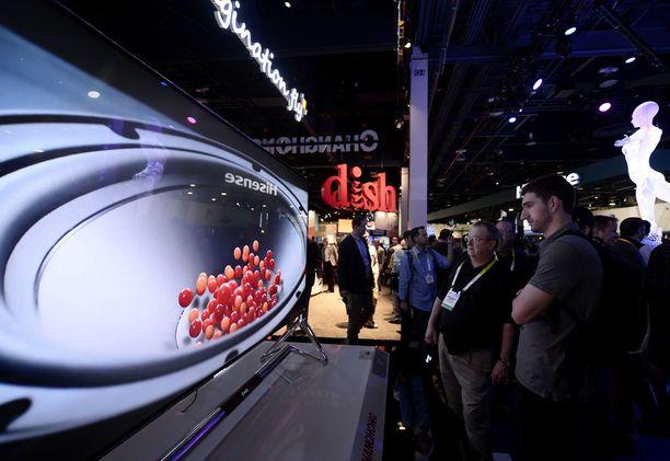 Huipputelevisiot ovat perinteisesti nähneet päivänvalon CES:ssä. Esimerkiksi LG esitteli omia uutuuksiaan jo tiistaina. Kuva viime vuodelta.