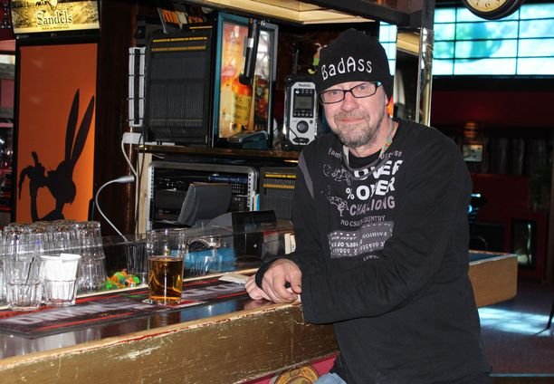 Enzo kantapaikassaan ravintola Vemmelsääressä Jyväskylässä.