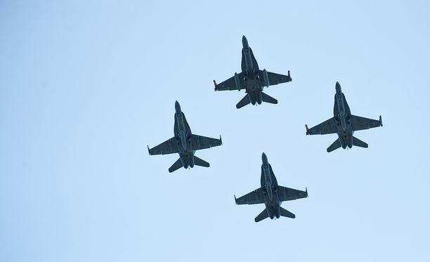 Suomi valitsee Hornet-hävittäjiä korvaavat koneet ja niihin kuuluvat uudet asejärjestelmät vuonna 2021.
