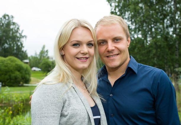 Emilia Bottas ja Valtteri Bottas olivat yhdessä yhdeksän vuotta. Emilia Bottas o.s. Pikkarainen tuli tunnetuksi kilpauimarina.