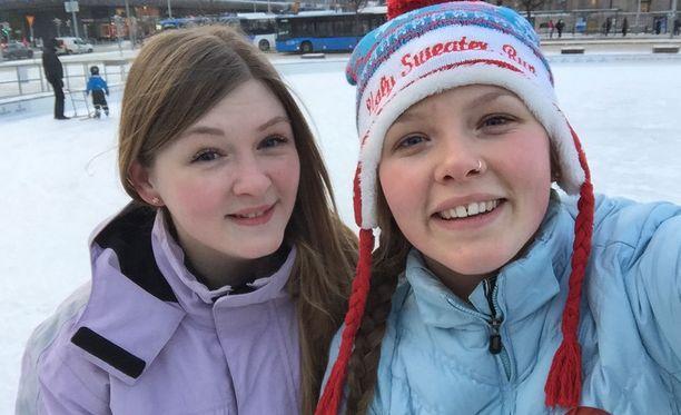 Ekaterina ja Lena käyvät Helsingissä muun muassa luistelemassa.