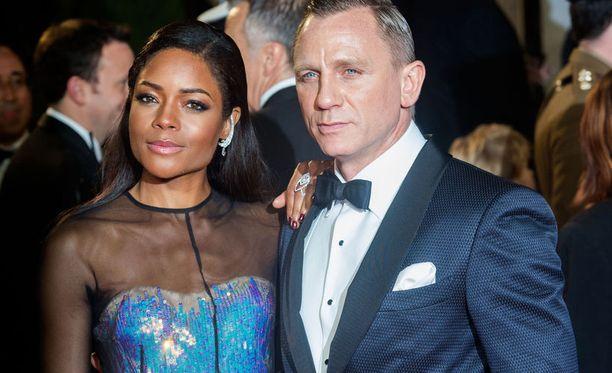 Naomie Harris näyttelee James Bondin Eve-kollegaa.
