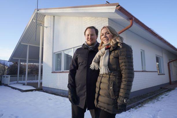 Ville ja Sanna ohjeistavat vaihtoperhettä, että näiden tulisi käyttää viikkobudjetistaan 55 prosenttia pakollisiin menoihin.