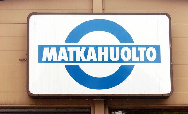 Matkahuolto on joutunut laskemaan hintoja kilpailun kovennuttua. Palvelumaksujen kautta bussimatkojen hintoihin lisätään yksi euro, verkkoasioinnissa hinta on 50 senttiä.