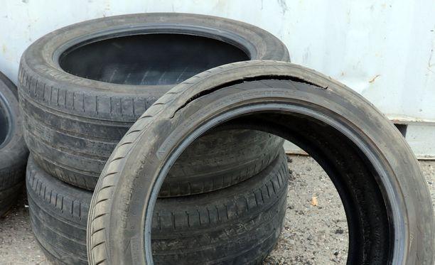 Kylki on revennyt renkaassa. Joskus liian matala rengaspaine aiheuttaa renkaan kuumenemisen ja rengas rikkoontuu.