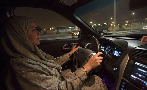 Kun sunnuntai 24. kesäkuuta oli vanhentunut vain muutaman minuutin, 30-vuotias Walaa Abou Najem lähti ajamaan ensimmäistä kertaa Saudi-Arabian pääkaupungin Riadin ajoteitä.