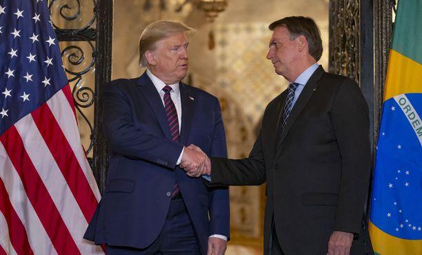 Presidentit tapasivat Floridassa Trumpin vapaa-ajan asunnolla.