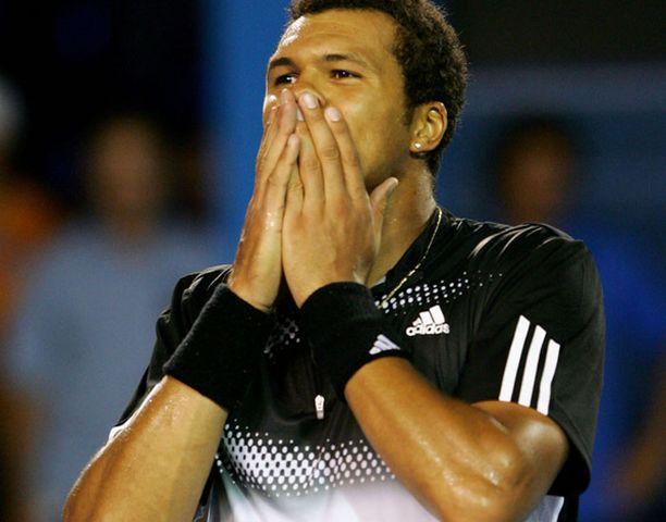 Jo-Wilfried Tsonga ei tainnut itsekään uskoa, että Rafael Nadal kaatui.