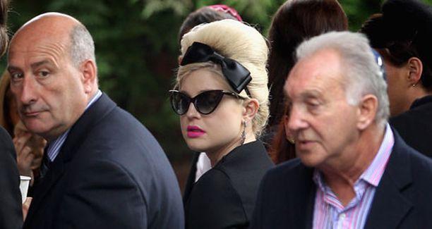 Kelly Osbourne osallistui odotetusti hautajaisiin.