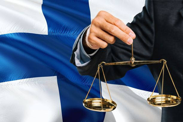 Viitisen vuotta vanhan tutkimuksen mukaan Suomen oikeuslaitos on kotimaassaan yksi Euroopan luotetuimmista. Kuvituskuva.