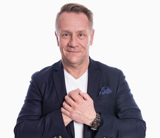 Olli Lindholmin ehti valita kilpailijoidensa esityskappaleet suoria lähetyksiä varten.