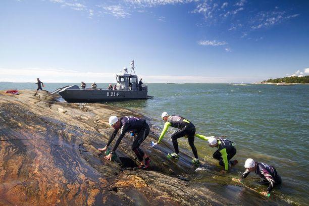 Porkkalan kisa käydään Upinniemen varuskunnan merisissä maisemissa.